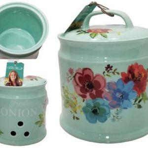 Pioneer Woman Onion Keeper New in Box